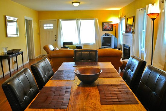 deLorimier Winery & Vineyard Lodging : Living room
