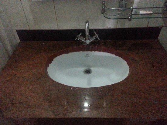 Central Nirvana Resort, Darjeeling: Bathroom