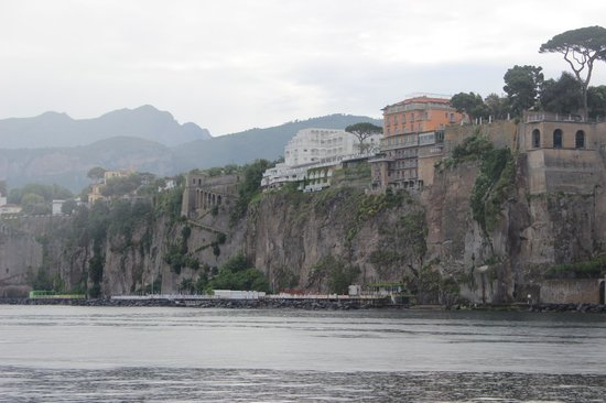 Grand Hotel Riviera : View of hotel from the harbour
