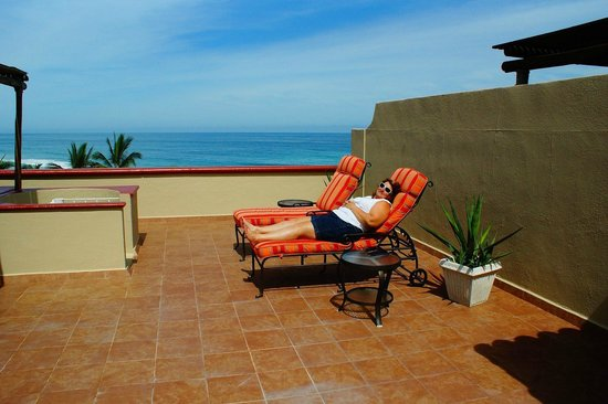 Worldmark Coral Baja: Theview of the beautiful Sea of Cortez while sunning on the rooftop