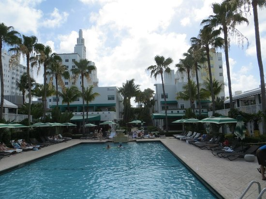 Kimpton Surfcomber Hotel: Hotel Pool