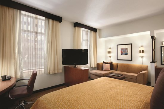 Hyatt Place Des Moines Downtown: King Guest Room (Room layout varies)