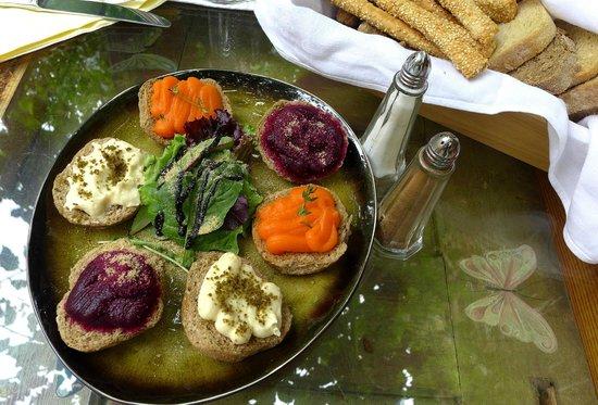 Avli: Amuse bouche auf kretisch modern - mit Brot
