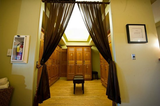 South Coast Winery Resort & Spa: Private locker room at our GrapeSeed Spa