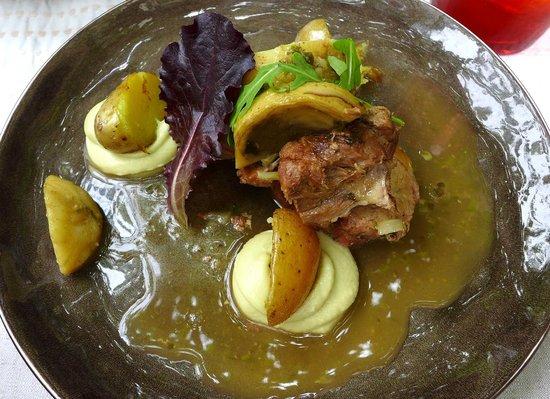 Avli: Geschmortes Lamm mit Artischocken und Zitronensauce