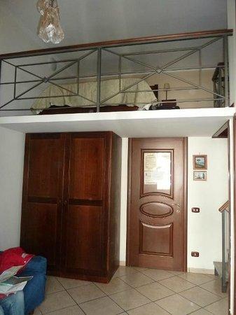 Art Suite Principe Umberto B&B: camera con letto sul soppalco