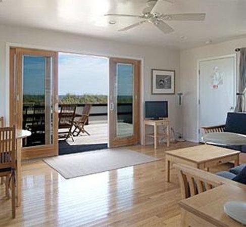 White Sands Resort: Living room - One bedroom suite