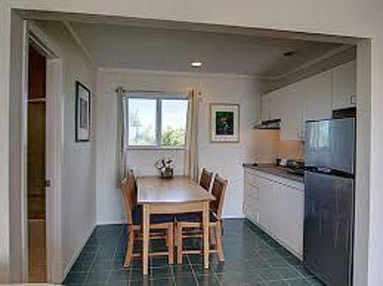 White Sands Resort: Kitchenette Large Efficiency facing ocean
