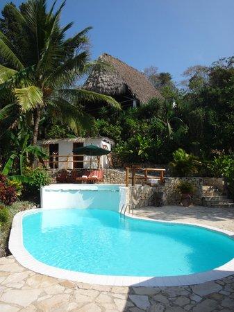 La Lancha Lodge: la piscine et le retaurant