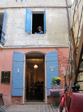 L'Aubergine Rouge: Van Gogh room from patio:
