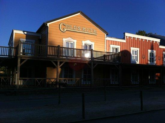 Disney's Hotel Cheyenne : Vista general al amanecer