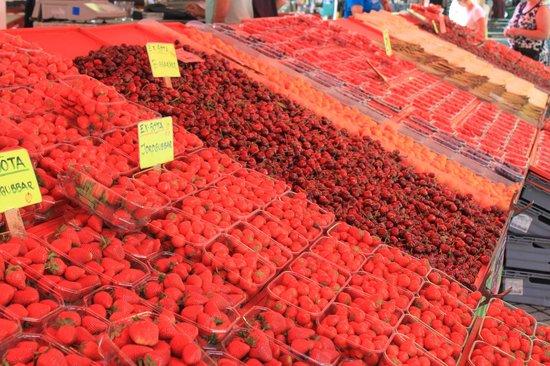 FoodTours.eu Stockholm: So many berries !