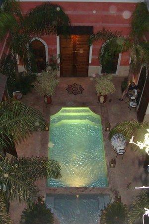 Riad Alili: Piscine vue de la terrasse