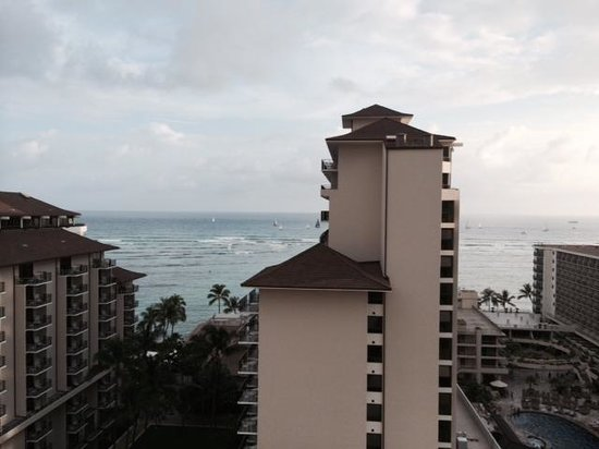 Embassy Suites by Hilton Waikiki Beach Walk: Ocean view from 15th floor Hula Tower