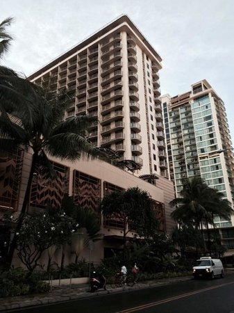 Embassy Suites by Hilton Waikiki Beach Walk: Exterior, street view