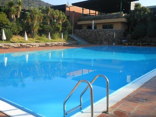 Hotel Residence Baia delle Ginestre : Piscina