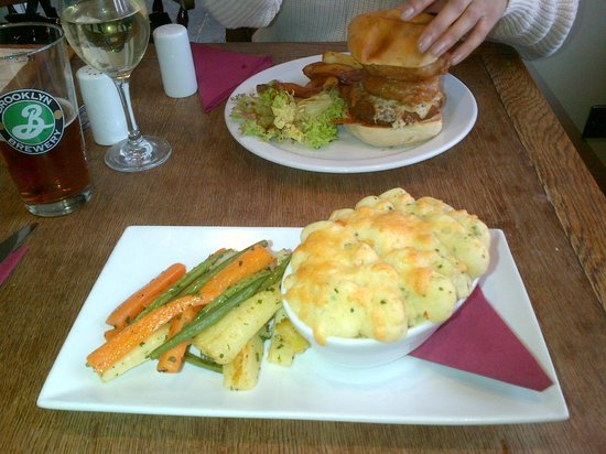 The Midnight Bell: Fish pie with veg & veggie burger with chips