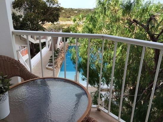 Castavi Apartments: vista balcone 2 sulla piscina