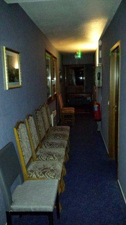 Hotel Saint Hubert: Couloir chambres 2 ème etage
