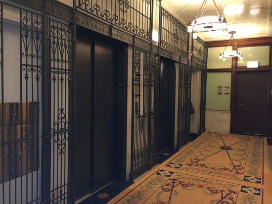 Kimpton Burnham Hotel: 12th floor elevators