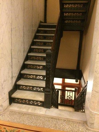 Kimpton Burnham Hotel: Original marble staircase