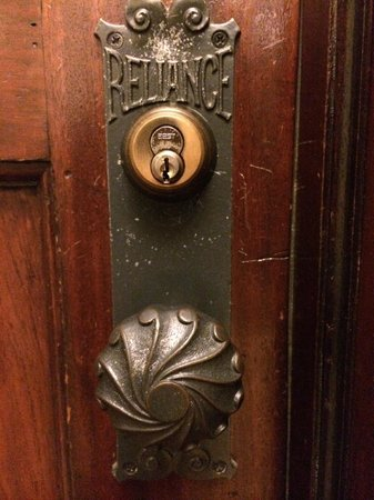 The Alise Chicago - A Staypineapple Hotel: Gorgeous original door and fixtures
