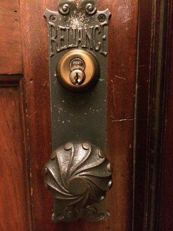 Kimpton Burnham Hotel: Gorgeous original door and fixtures