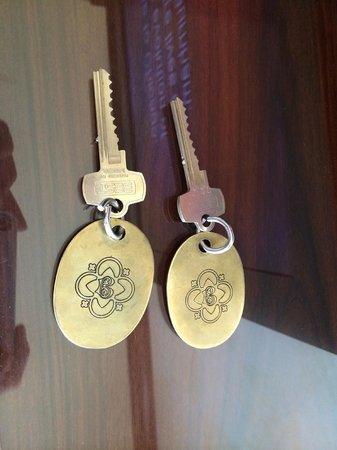 Kimpton Burnham Hotel: Actual keys (historic floors only)