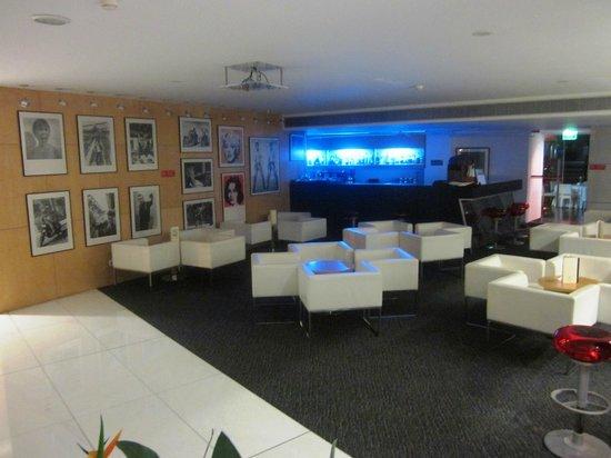 VIP Executive Azores Hotel: Lobby bar