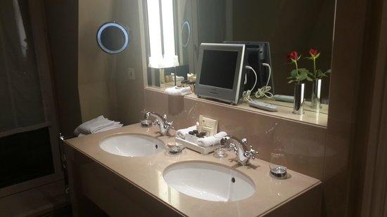 Hotel Sacher Wien: Bathroom