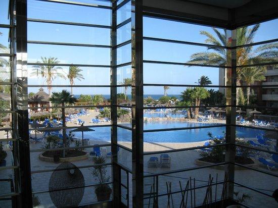 Hotel Elba Carlota : Widok z lobby