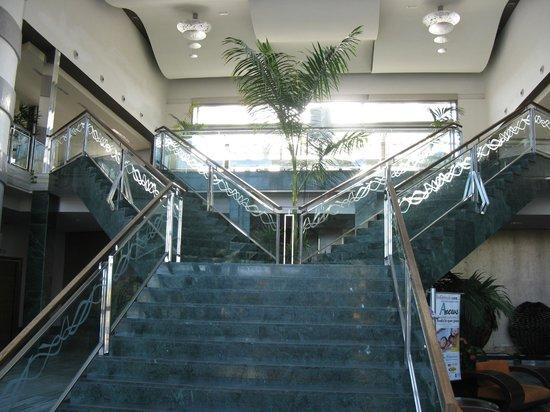 Hotel Elba Carlota : Zejścia z lobby do jadalni