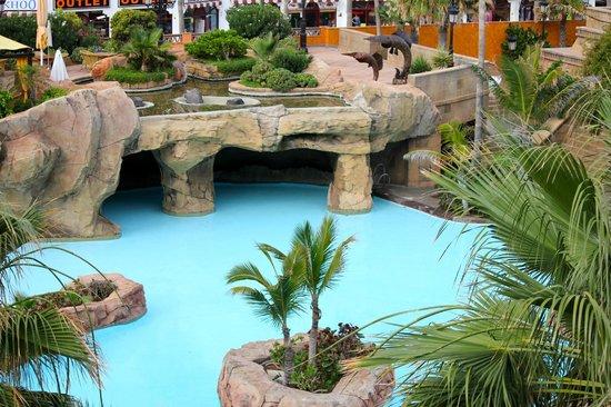 Europe Villa Cortes: Vista de piscinas desde la habitación.