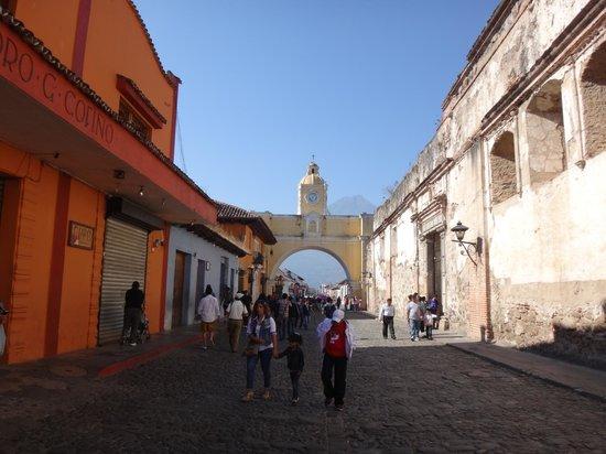 Hotel Convento Santa Catalina: La rue de l'hotel