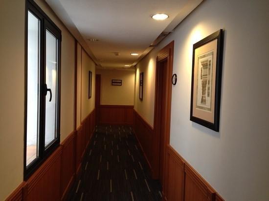 Melia Granada: pasillo del hotel