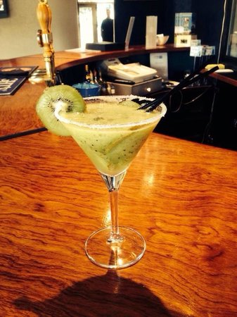 Heritage Gateway Hotel : Bar special Kiwi Margarita..!!