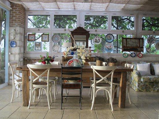 My Stone Home Hotel: salle petit-déjeuner