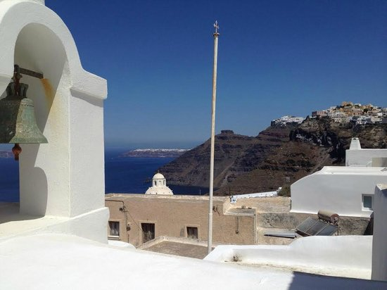Aigialos Hotel : View towards Oia from upper terrace