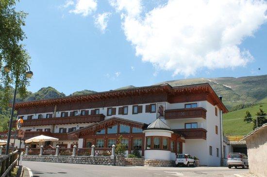 Hotel San Giacomo Gourmet & Spa: vista frontale hotel