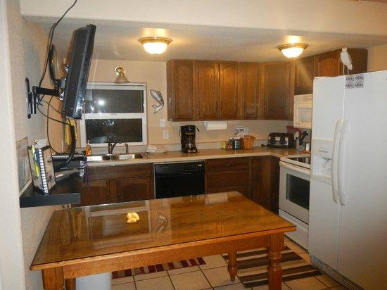 Sea Haven Motel: Unit 4's Kitchen