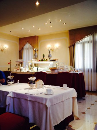 Hotel a La Commedia: Breakfast