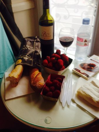 Hotel Motte Picquet: Goodies from rue cler