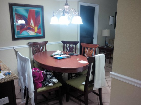 Wyndham Palm-Aire : 6 seating dining table