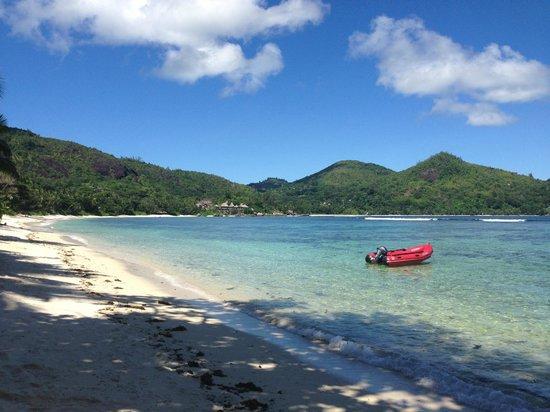 Kempinski Seychelles Resort : hotel beach