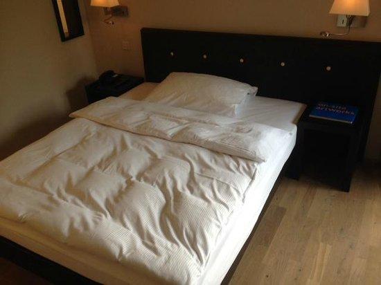 Congress Hotel Seepark: un grand lit.