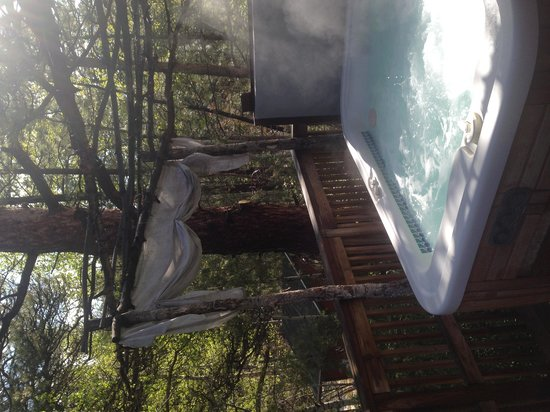 Dripping Springs Resort : Hot tub -- Willow Cabin