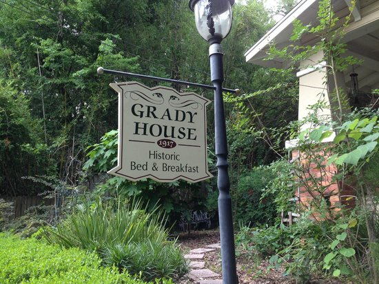 Grady House Bed and Breakfast: Sign