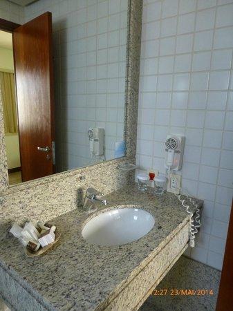 Comfort Suites Brasilia: Banheiro apt] 214