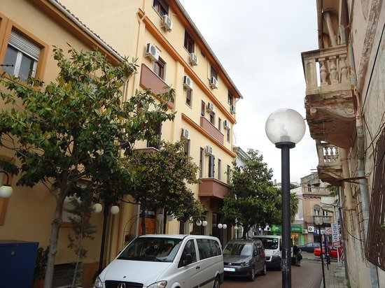 Nais Hotel: Hotelentree