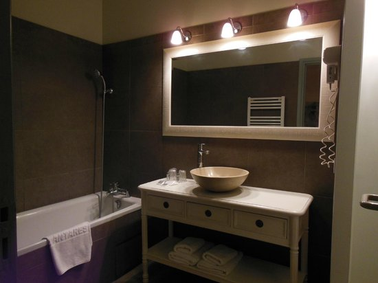 la salle de bains romantique photo de antares hotel honfleur tripadvisor. Black Bedroom Furniture Sets. Home Design Ideas
